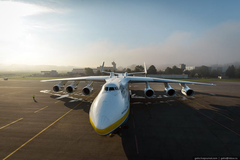 Huge gallery about a huge plane