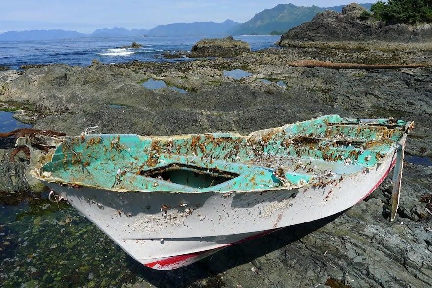 Az óceán másik oldalán takarítanak fel a szökőár után a japánok