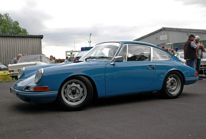 Porsche 911 are not rear engined.