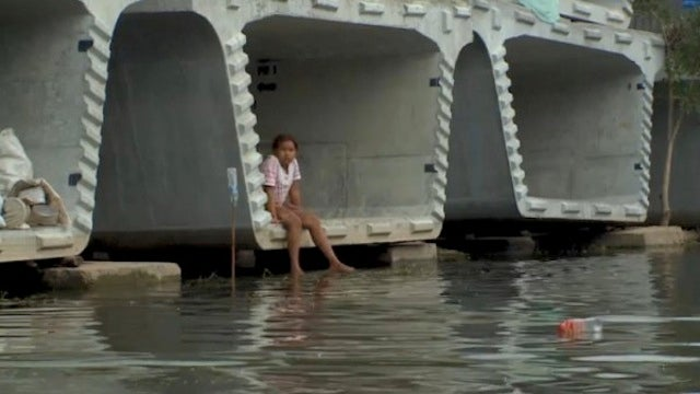 Flooded Thais Seek Refuge in Prefab Concrete Infrastructure