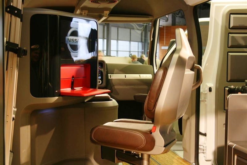 Nissan NV2500 Concept Wireless Workstation Is Both Futuristic And Comfy