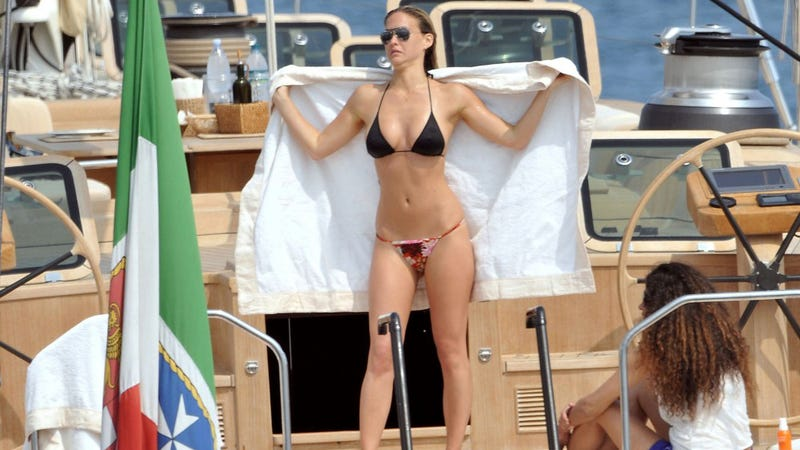 Totally Gratuitous Shots of Celebrities in Their Swimsuits