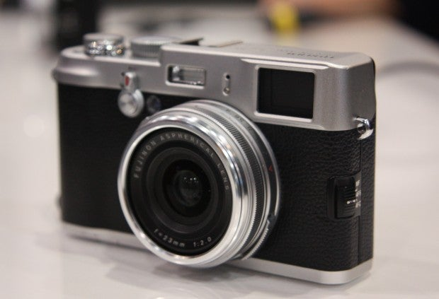 Fujifilm's X100 Camera Is All Leica-y, in Both Looks and Price
