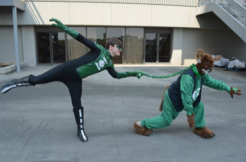 Green Lantern cosplay that looks cooler than the movie costume