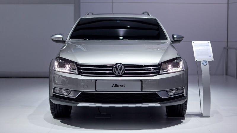 Volkswagen Passat Alltrack Concept: Live Photos