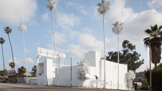 Why an Artist Totally Whitewashed This LA Motel—Palm Trees and All