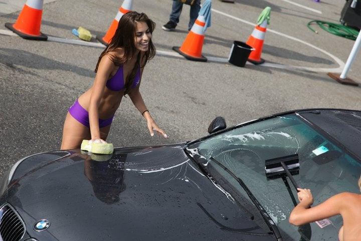 Saints Row the Third Keeps E3 Classy with a Bikini Car Wash