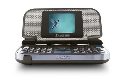 Kyocera M1000 Folds Out for Some QWERTY Hotness