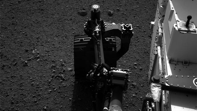 Watch Mars Curiosity Wiggle Its Wheels in the Gravel