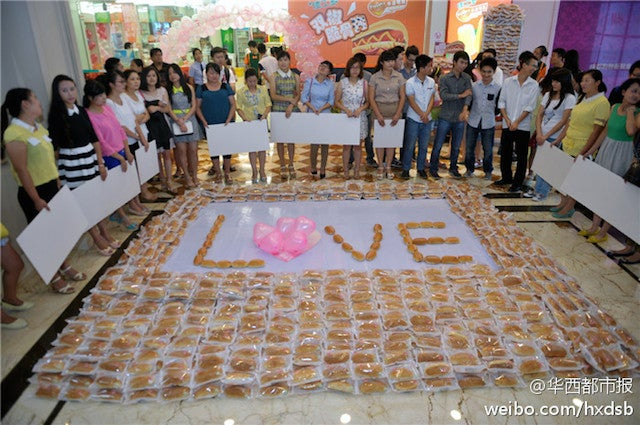 Man Proposes with 1,001 Hot Dogs