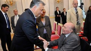 Kertész Imre átvette a Magyar Szent István Rendet