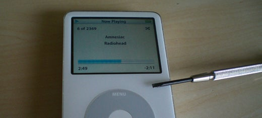 How To Fix a Non-booting iPod With a Folded Up Business Card