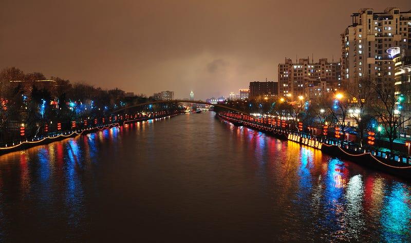 Cuando los barcos navegan por tierra firme: 7 canales marítimos espectaculares