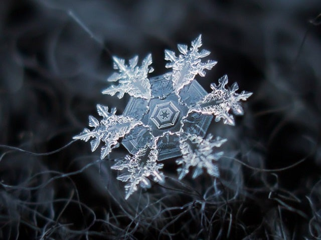 How snowflakes get their shape