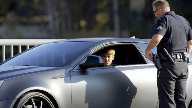 Justin Bieber Hypnotizes Cop Into Not Giving Him a Ticket