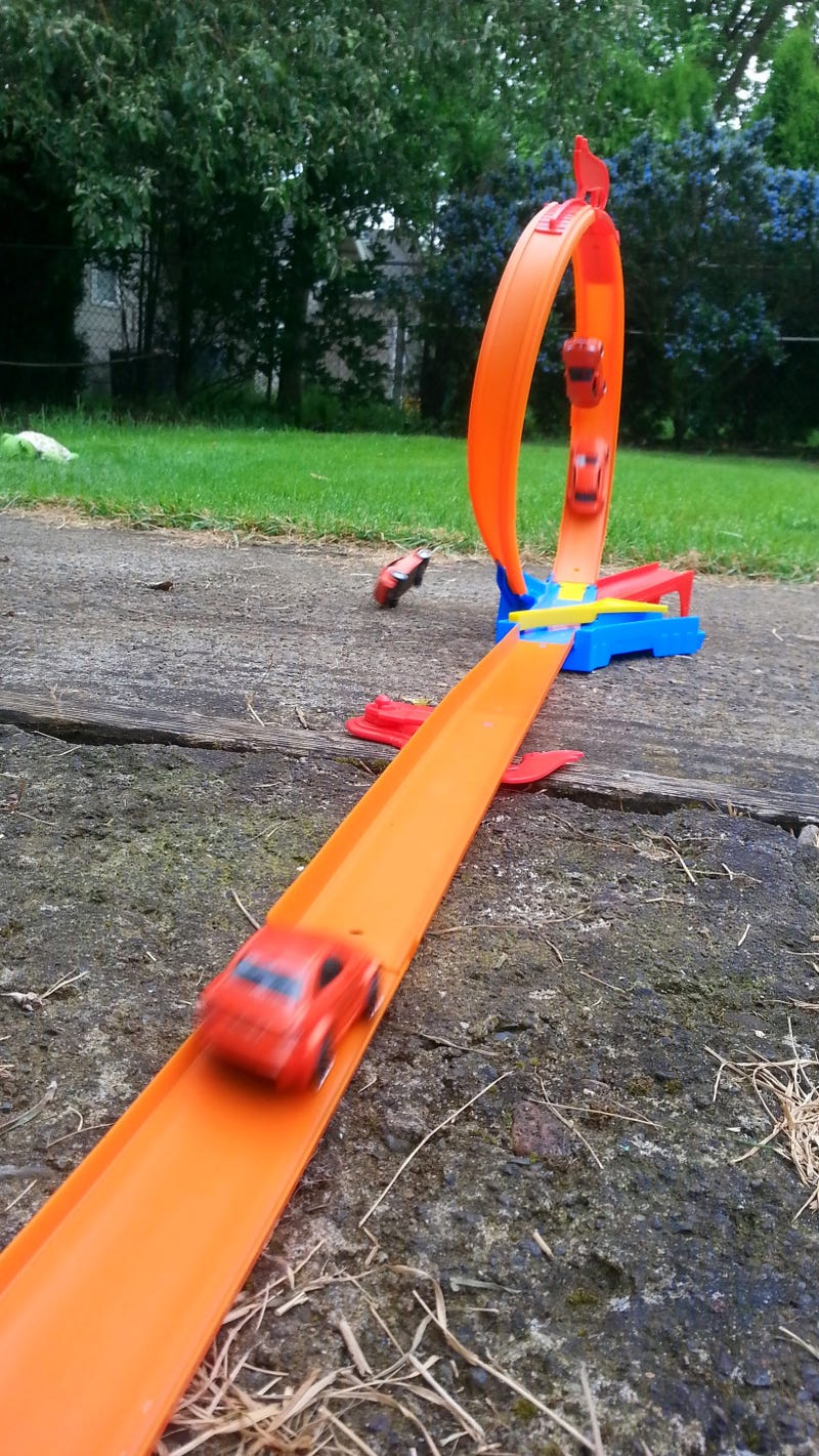 Review: This Modern Hot Wheel Track is Rubbish