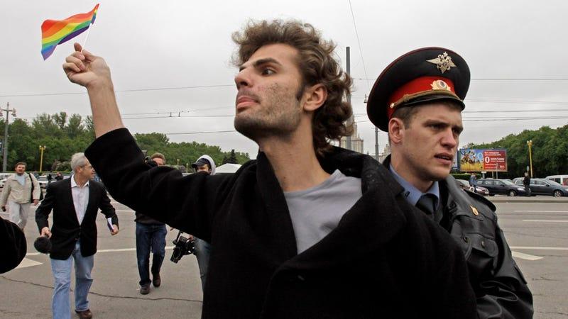 Russians Seeks to Criminalize Gay 'Propaganda'