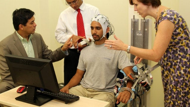 This Telepathic Exoskeleton Could Help Stroke Victims Move Again