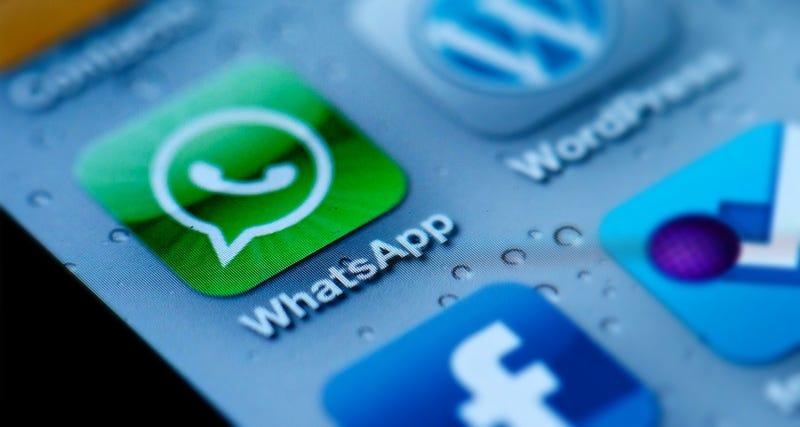 WhatsApp quiere tu permiso para compartir tus conversaciones con Facebook
