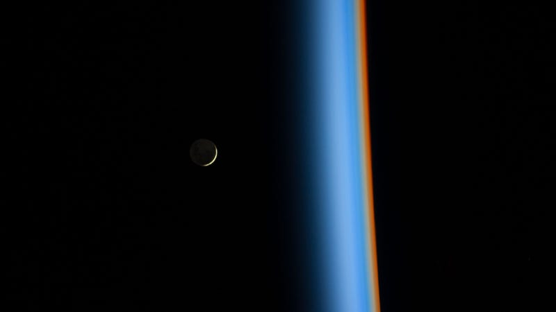 A Stunning Picture of the Earth's Atmosphere Is Better Than Any Sci-Fi