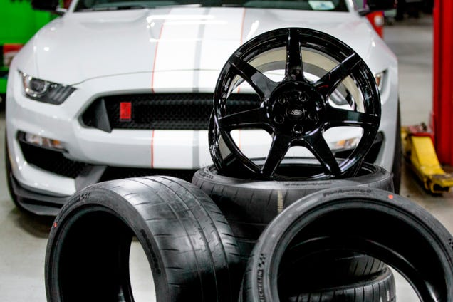 The Shelby GT350R's Super Light Carbon Fiber Wheels Use NASA Techology