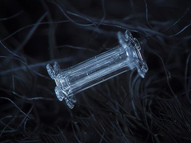 Amazing close-up photos of snowflakes taken without a microscope