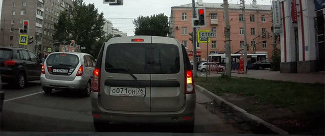 Three different accidents in 30 seconds in one intersection in Russia