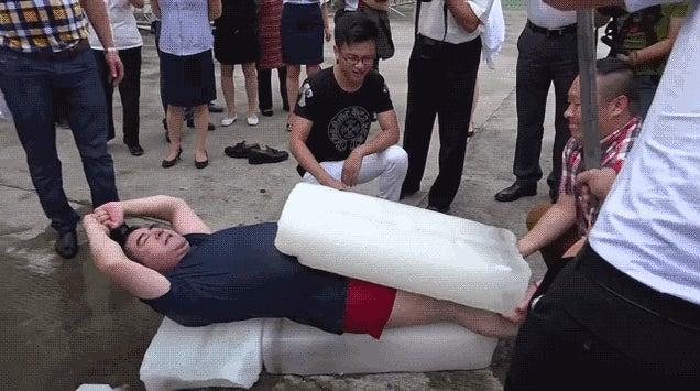Chinese Billionaire Denies Faking an Ice Bucket Challenge