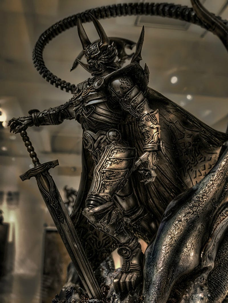 Predator Riding an Alien? Star Wars Samurai? Now, This Is Cool.
