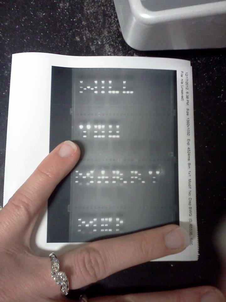 Biologist proposes to his girlfriend using DNA fragments