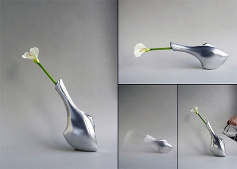 Tilting Vase Lets You Know When It Needs Water