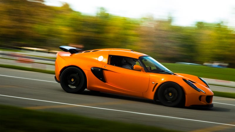 Your ridiculously cool Lotus Exige wallpaper is here