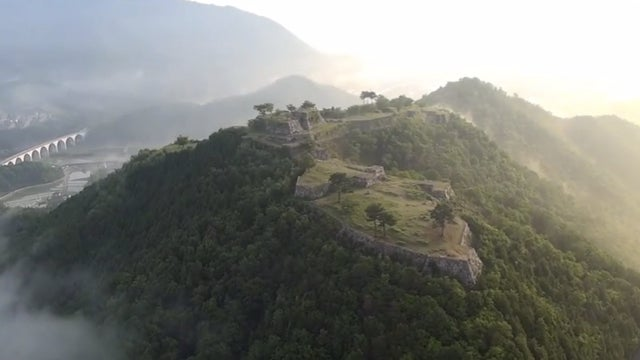 Japan's Real Castle In the Sky Offers Epic Views