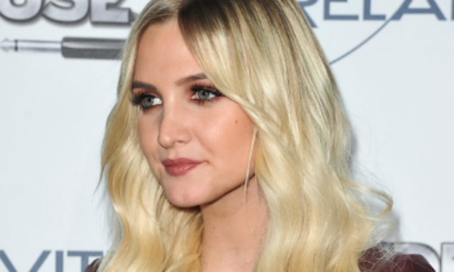 I Will Personally Pay $20 to See Ashlee Simpson's Wedding Photos