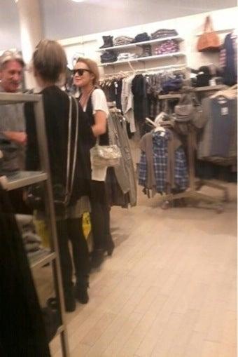 Lindsay Leaves Rehab To Go Shopping