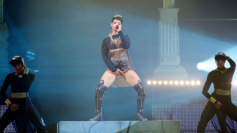 Rihanna Says She's a 'Square' Who Never Has Sex