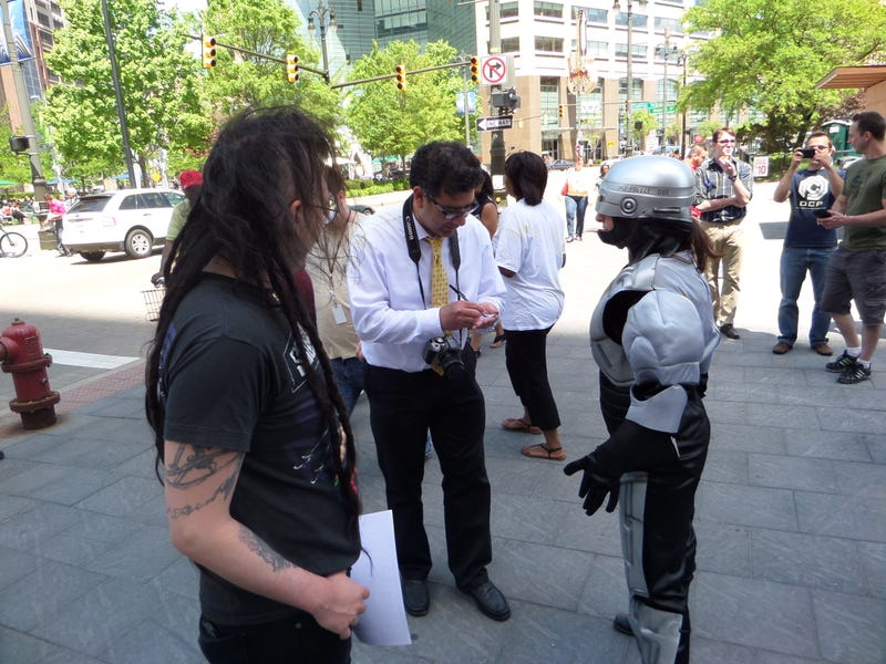 Detroit Was Supposed To Get That Giant RoboCop Statue Today But Didn't