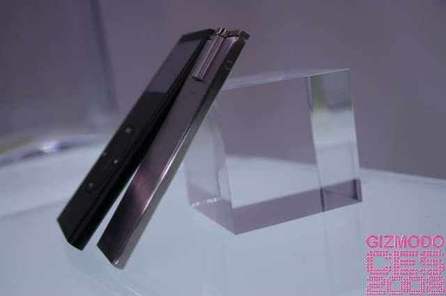 Hands On iriver Aplayer vs. iPod nano: Thinner, More Gorgeous