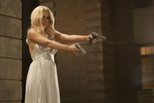 Lindsay Lohan Shoots Paparazzi with Guns in Comedy Sketch