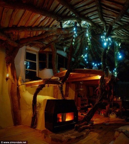 UK Man Builds Man-Sized Hobbit House for £3,000