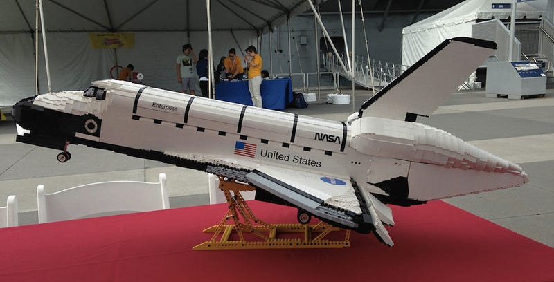 I Want This 3-Foot-Long Lego Space Shuttle So Badly