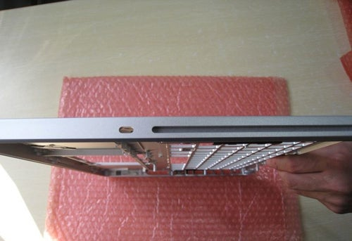 New MacBook 2008 Alleged Aluminum Case Photos Hit the Web