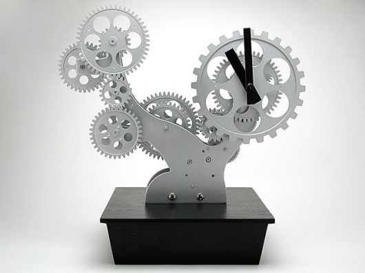 Bonsai Gear Clock: Decorate Your Desk With Naked Cogs