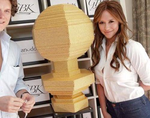 Jennifer Love Hewitt Meets the World's Largest Magnetic Sculpture