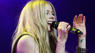 Avril Lavigne Laid Up In The Bed with Lyme Disease For Almost Forever