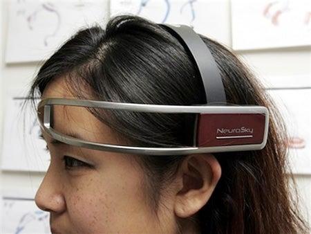 NeuroSky Gamer Headset Reads Brain Waves