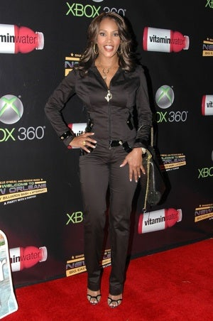 "Vivica A. Fox Puts Her ""Useful Styling Skills"" To Work"