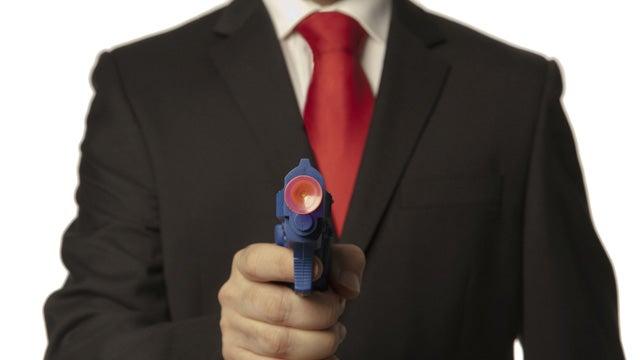 Litterbug Frightens Net Cafe Attendant With Fake Gun