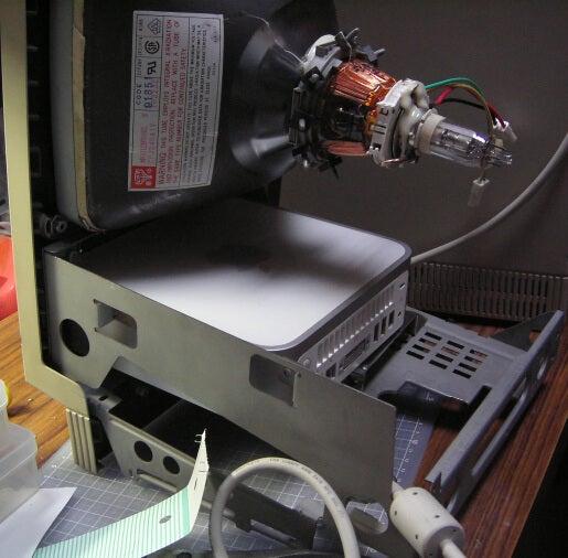 Hacker Stuffs a Mac Mini Inside an Apple SE/30