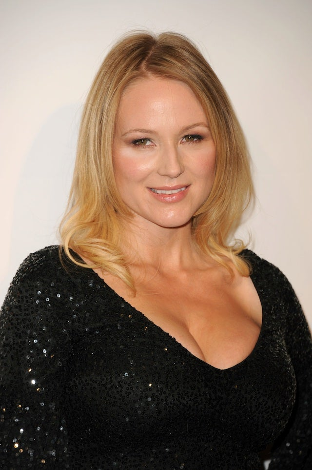 Jewel tweets her Cadillac saved her life